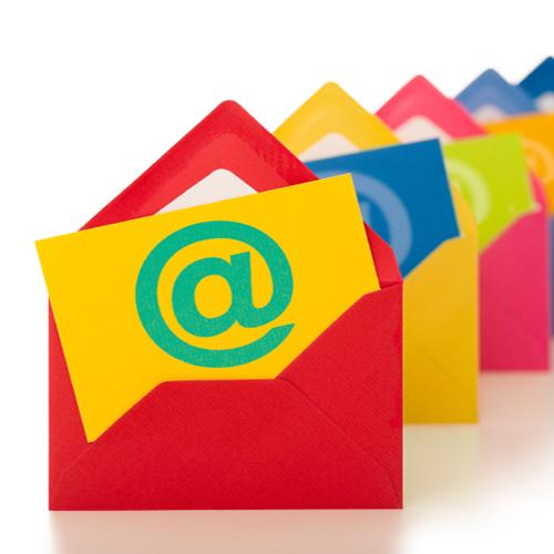 revisa-bandeja-emails-trabajo-constantemente